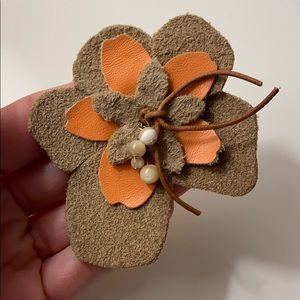 🌼 Leather Flower Power Pin